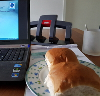 tijdsdruk lunchpauze aan bureau